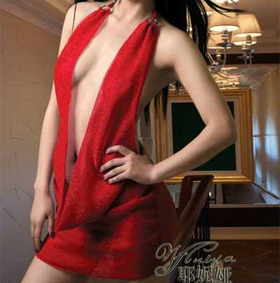 火红色诱惑,简洁而时尚的款式,经典且大气.内配同色系T裤,性感不失妩媚!