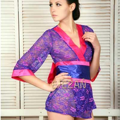 深V领的设计秀出你那美好的胸型,性感中帶有浪漫的紫滚上光泽度极佳的桃红緞面布料,性感诱惑服!