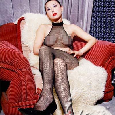 弹性蕾丝吊颈设计,露背,连身网眼丝袜.性感的立领吊颈,给你增添几分难以琢磨的神秘感。背部完全真空设计,充满了诱惑。全身的野性网眼。