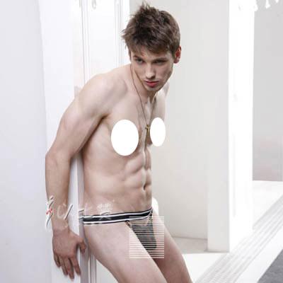 腰间黑白条宽松紧带设计,立体裁剪,前片网纱面料,把焦点部位若隐若现,完美臀部尽现